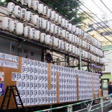 円山町の神酒所は提灯がたくさん。